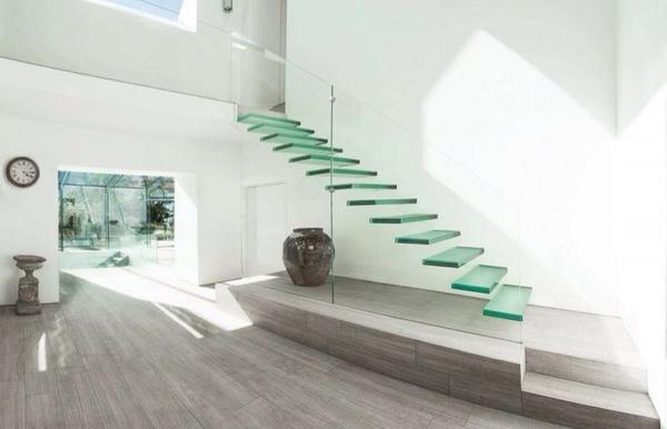 Стеклянная лестница в современном стиле фото