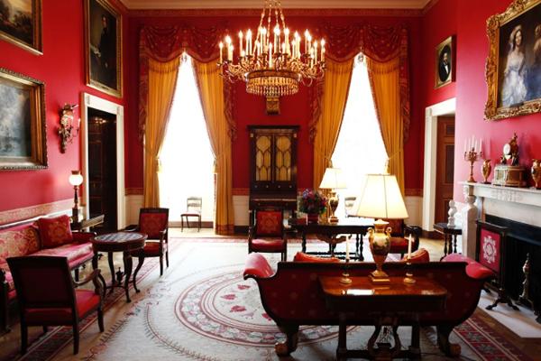 Освещение гостиной в классическом стиле