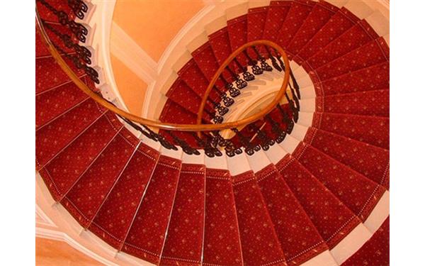 ковровая дорожка для лестницы дизайн фото