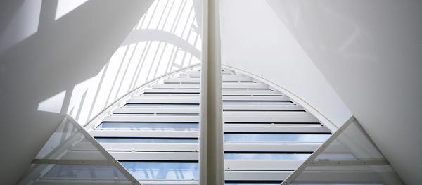"""Архитектор Марио Ботта.  Спа-центр «Tschuggen Bergoase». Вид на """"Паруса"""" изнутри комплекса"""